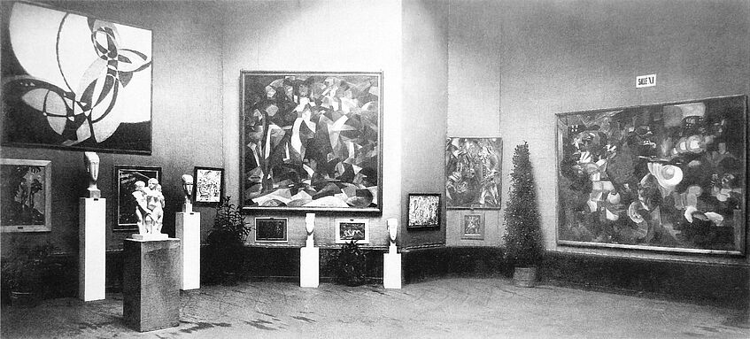 Exhibition view, Salon d'Automne 1912, Paris, with works by Kupka (left) and Picabia (middle)